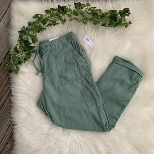 NWT Old Navy Cropped Green Cargo Pants